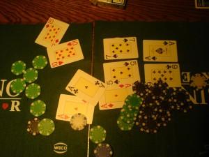 Gegen das 10er Pärchen von unserem Pokergott Kay.